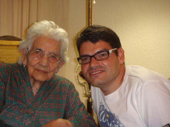 JuanFran con su abuela Nati